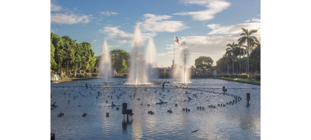 Rizal Park water fountain with underlying flagpole Top 8 places to visit in Manila 1000x450